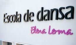 Letras corpóreas de PVC de 20 mm de tizón lacadas en colores corporativos by Aplikados