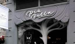 Textos de PVC montados sobre una fachada especial by Aplikados
